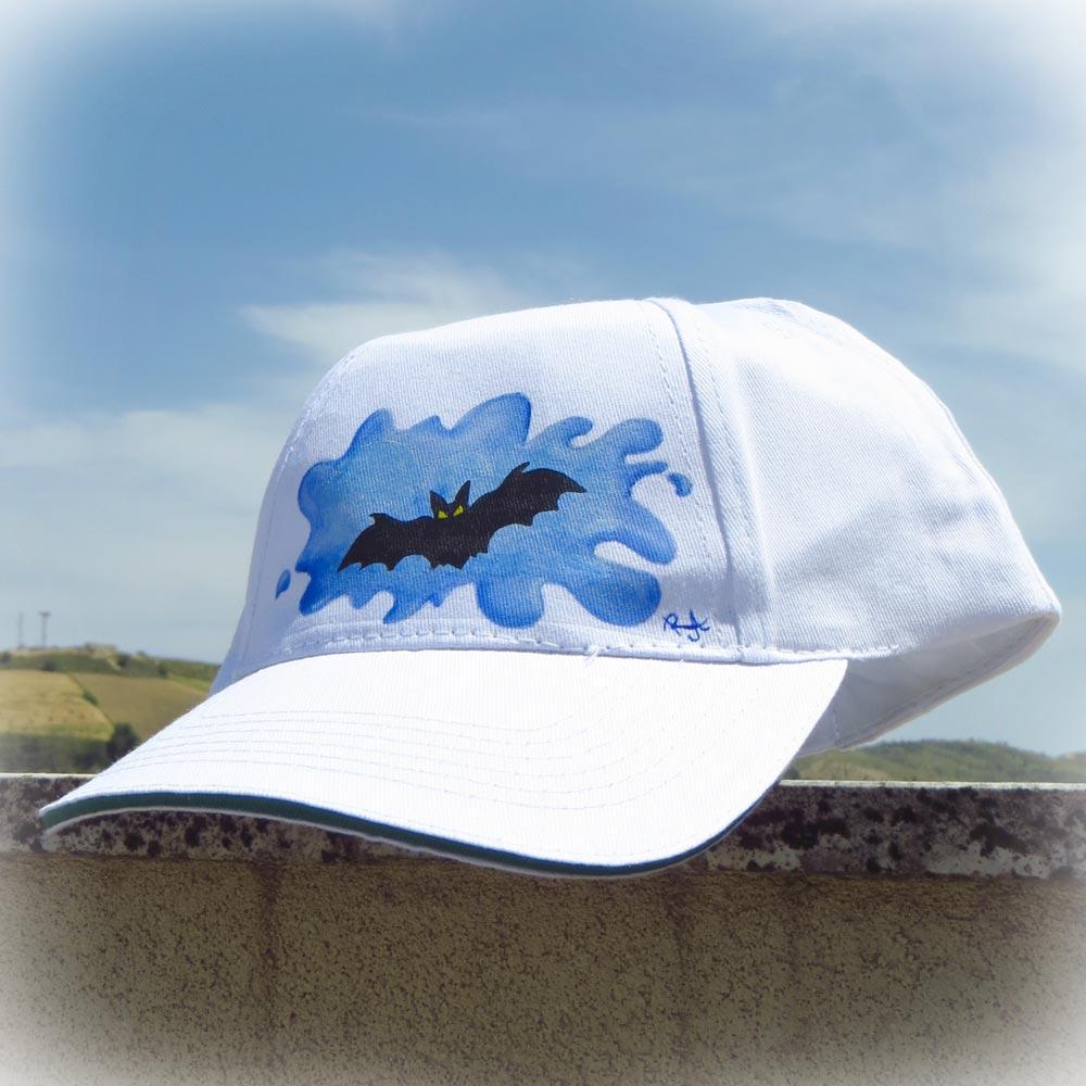 Decorazione pittorica su cappellino con visiera