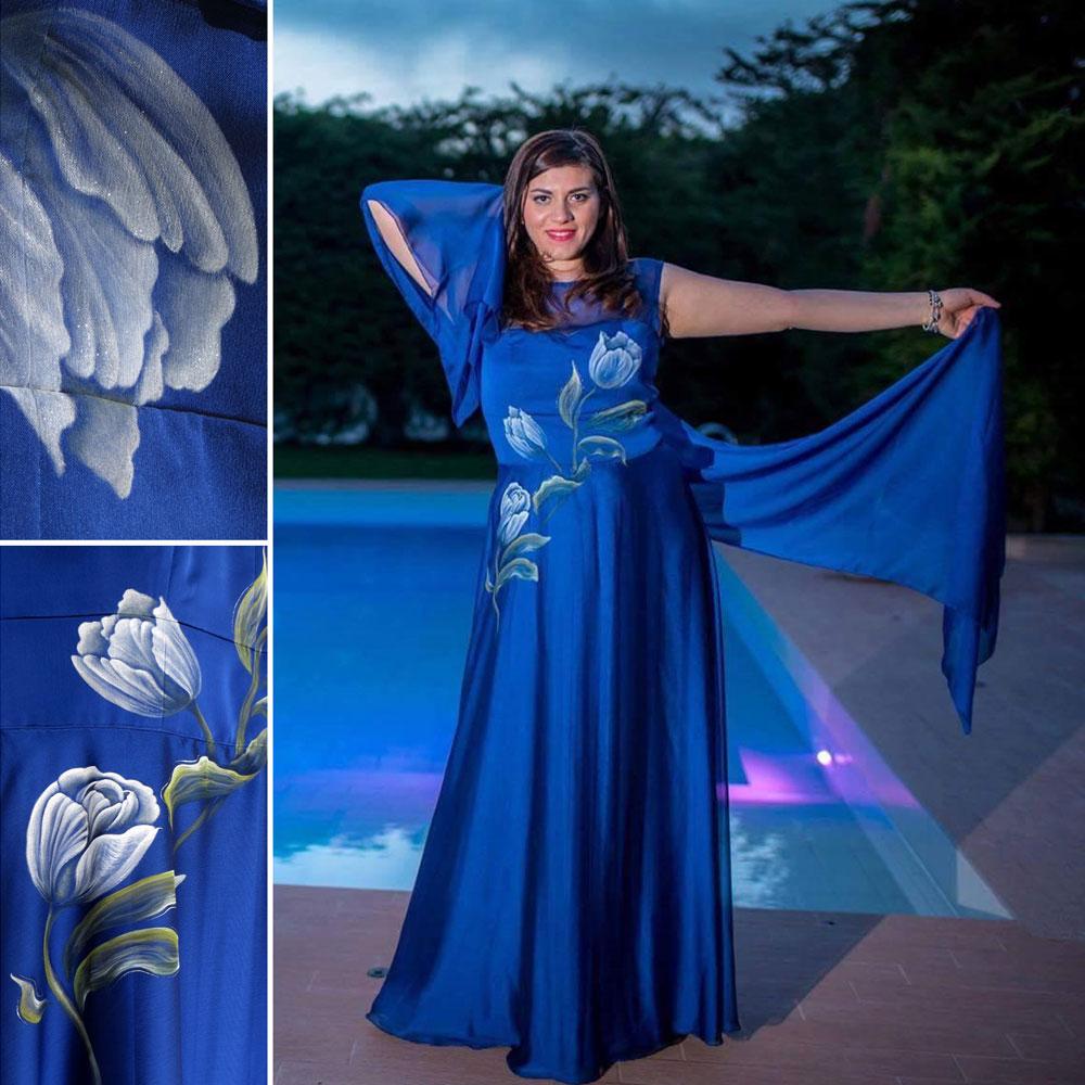 abito-blu-con-tulipani
