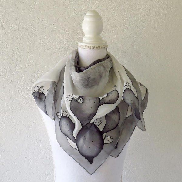 foulard fichi d'india grigi dipinti a mano